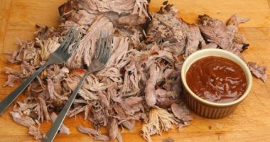 Pulled Pork, Crackling and Barbecue Sauce (made with honey)