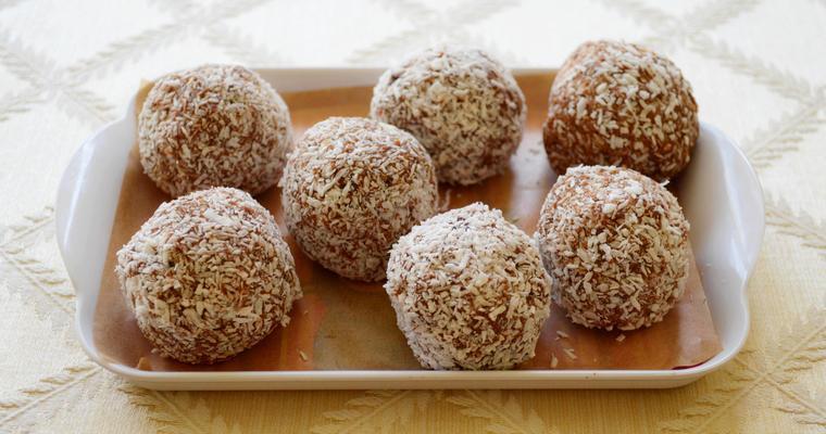 Gluten-free Chocolate, Date and Cashew Balls