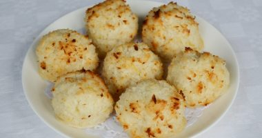 Gluten-free Coconut Macaroons (made with honey)